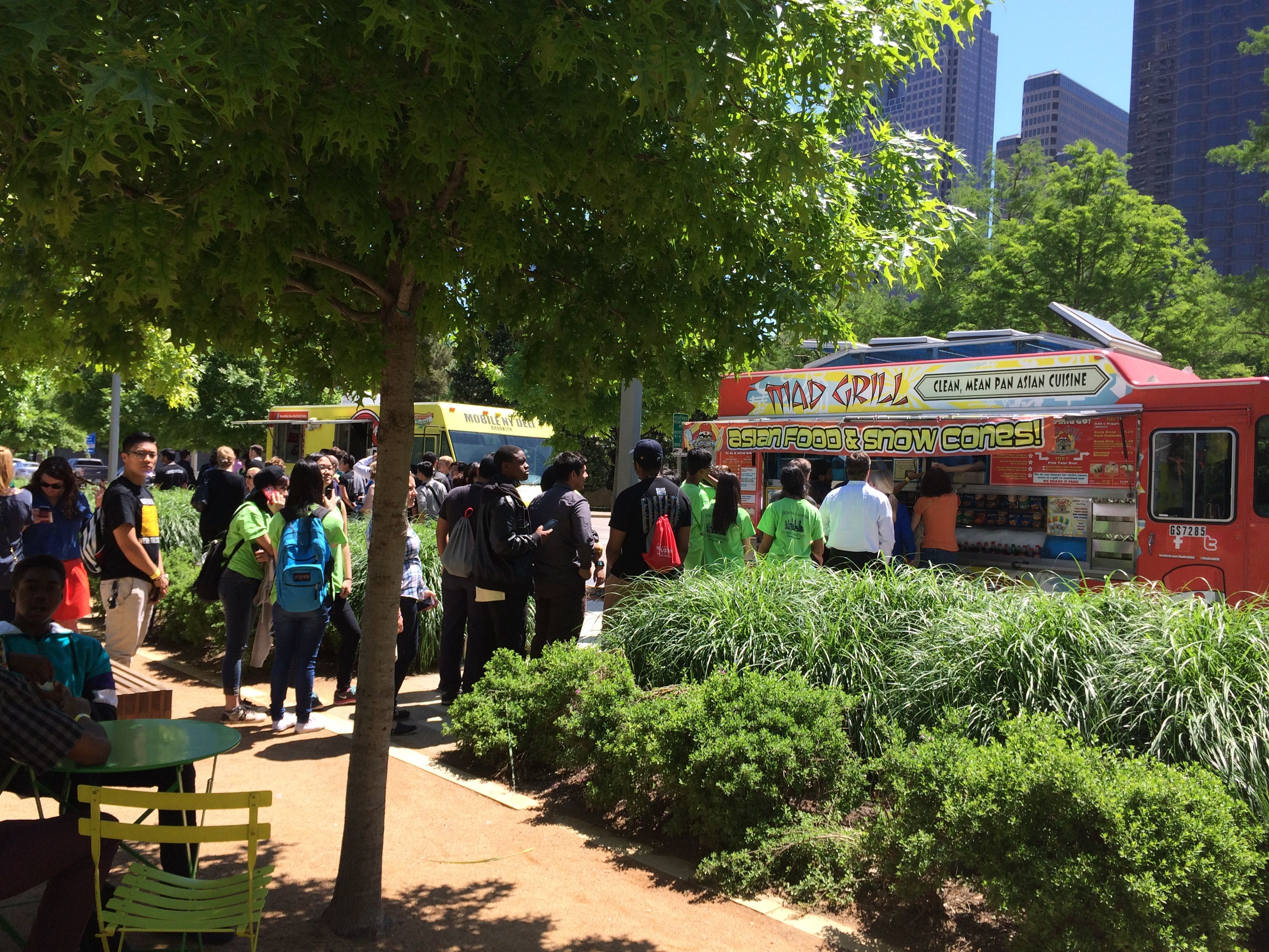 Food truck roundup at klyde warren park with images