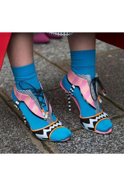 Schuh-Trend Ethno http://www.stylebook.de/artikel/Slip-Ons-Mules-Sling-Pumps-Die-10-Top-Schuh-Trends-fuer-den-Sommer-270934.html