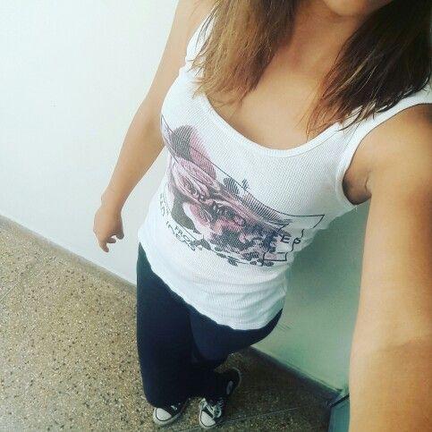 Outfit Sport: Biviri estampado + leggin negra + converse  #ootd