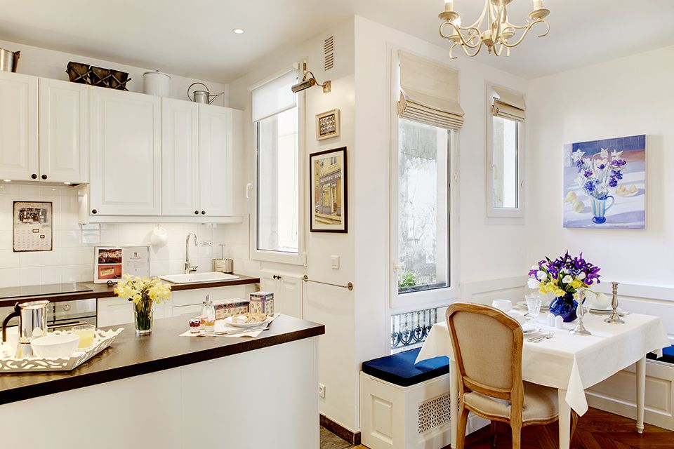 small but beautiful & vintage paris apartment - white ...