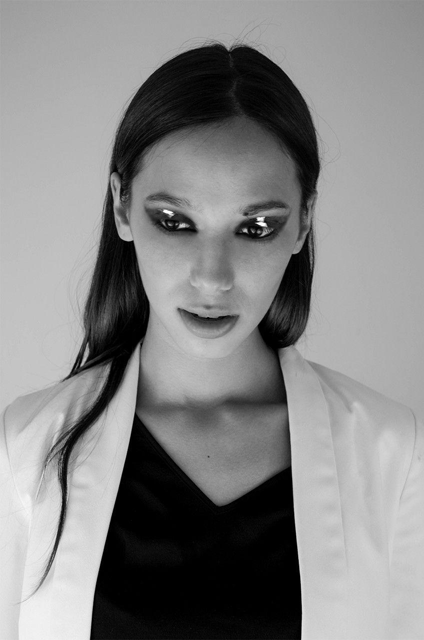 Makeup: Mariana Tarin  Photographer: Karla Fassio #Beauty #Smokeyeyes #black
