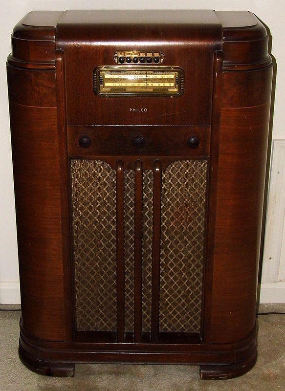 Vintage Philco Wood Console Radio