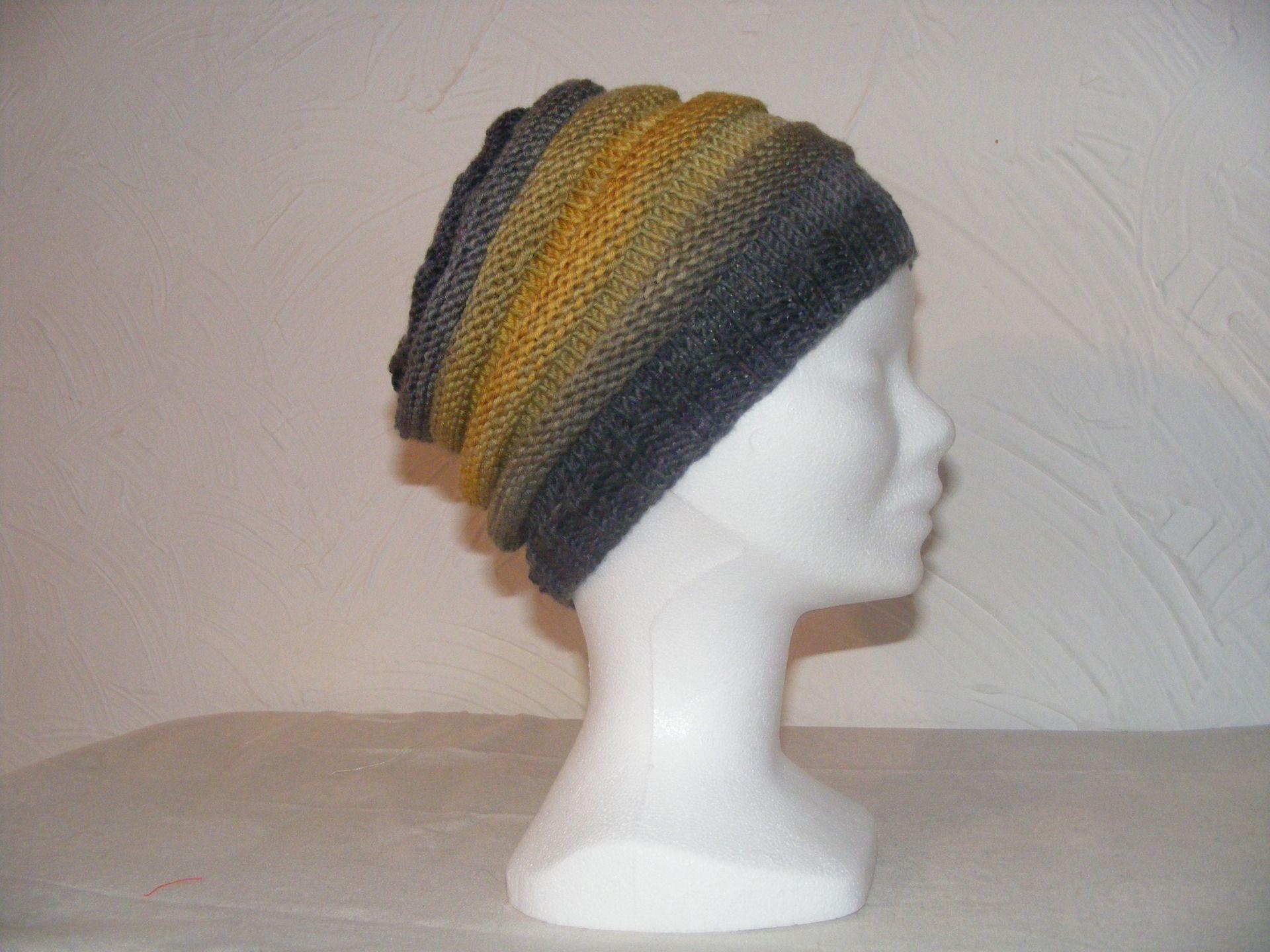 un bonnet chenille en dégradé de gris et moutarde' : Chapeau, bonnet par chat-alors