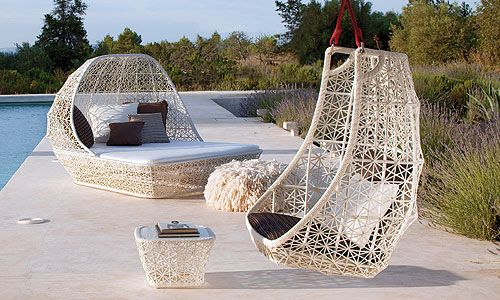 Tumbona con capota Mod. Maia, Diseño de Patricia Urquiola | tumbonas ...