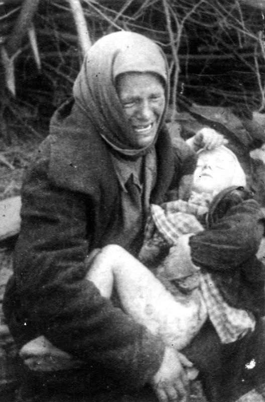 Татьяна Онищенко с дочкой на руках, смертельно раненой ...