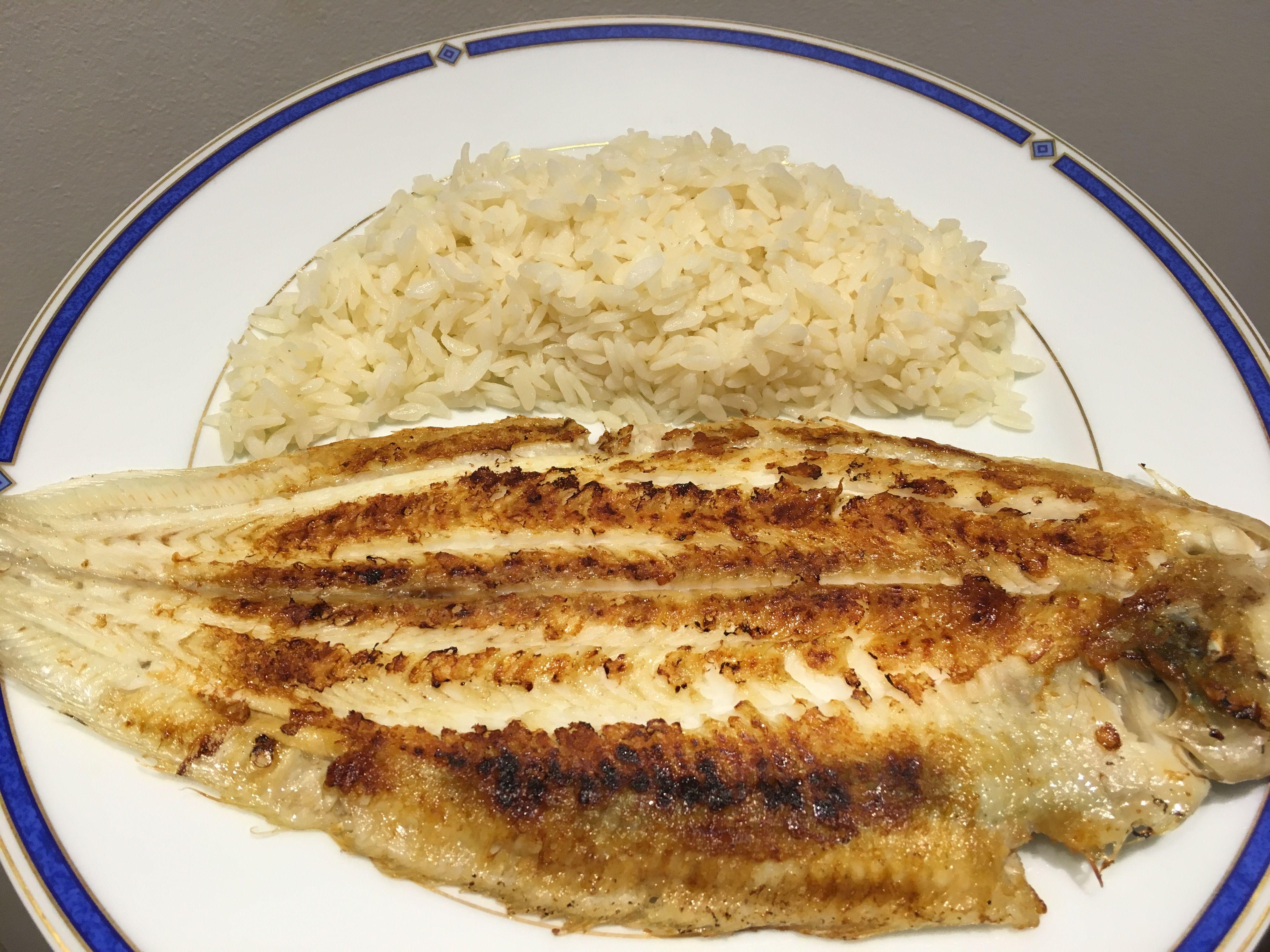Sole grillée accompagnée de riz