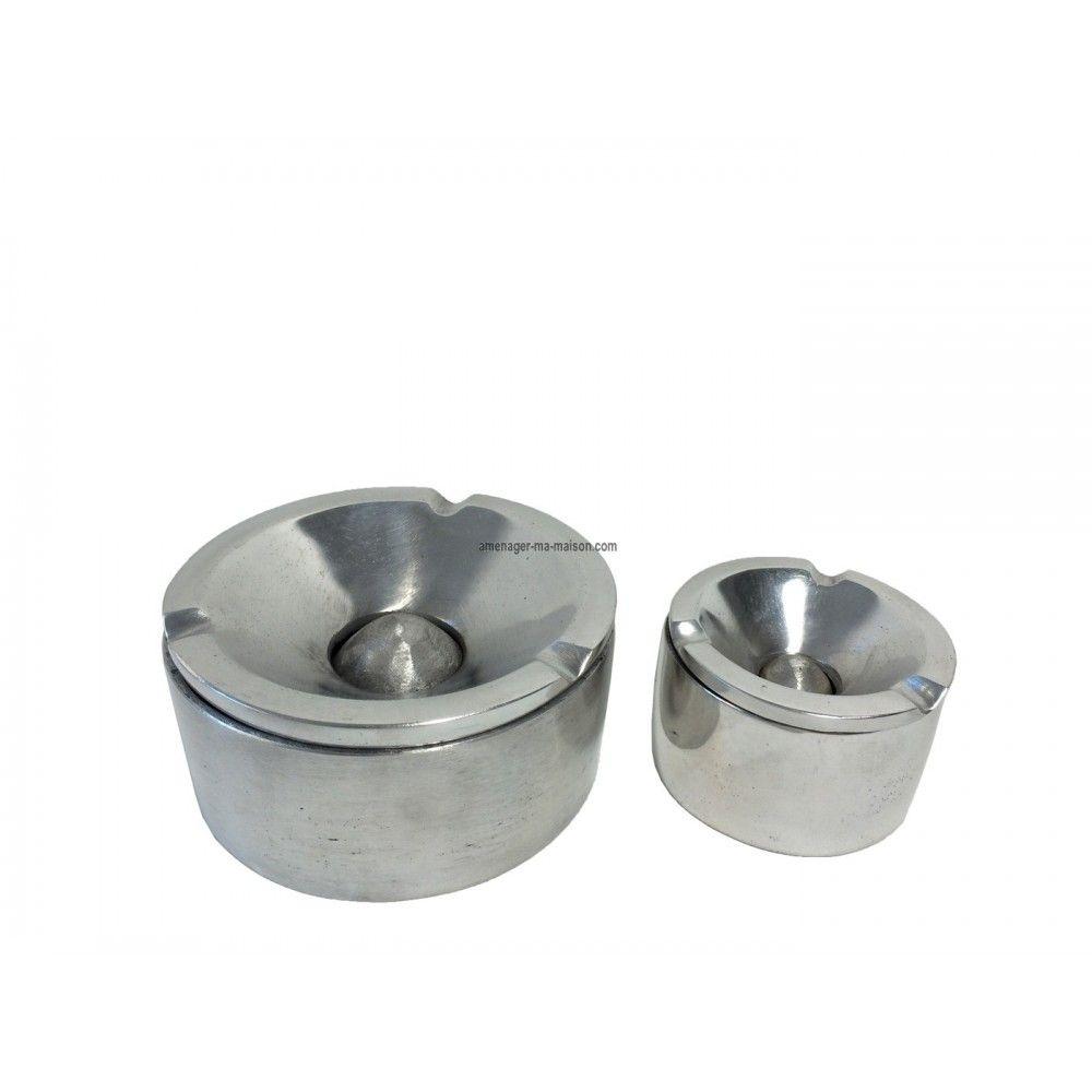 Un objet décoratif, pratique et design à usage multiple : le cendrier. http://www.amenager-ma-maison.com/cendrier-aluminium-PR-1616.html