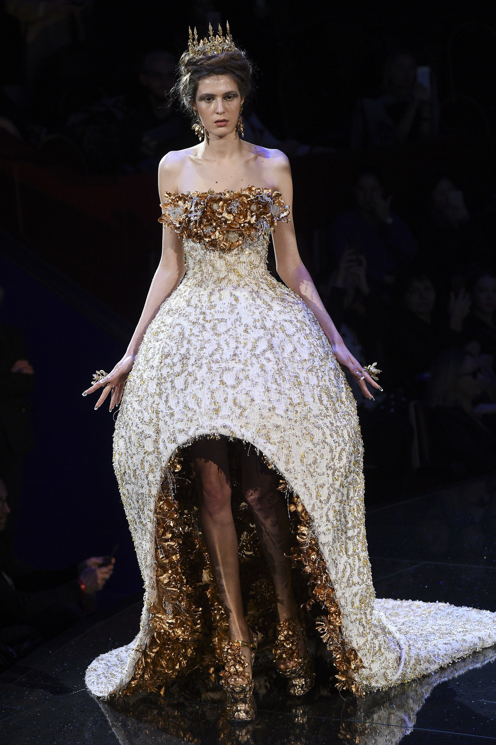 Guo Pei Spring 2018 Couture Fashion Show In 2019