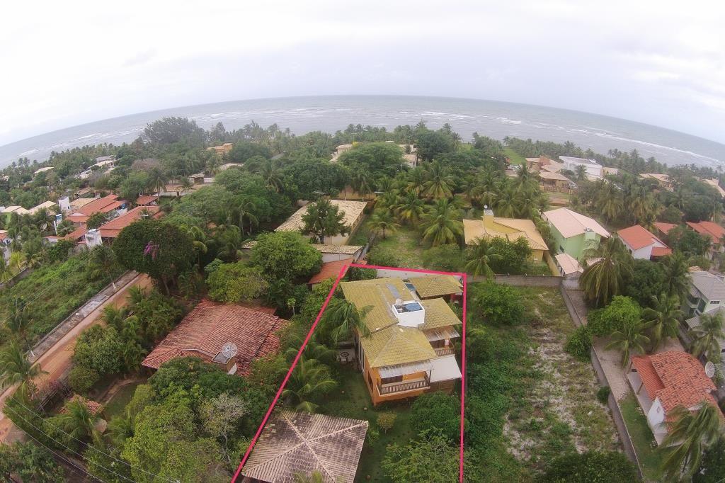 Belíssima casa à venda em condomínio fechado com  segurança privada, próximo a Praia e ao Rio Itacimirim, Bahia, Brasil.