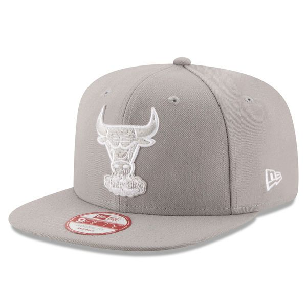 Men s Chicago Bulls New Era Gray Team Refresher 9FIFTY Snapback Adjustable  Hat 497daa81f5d