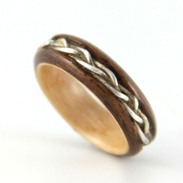 Wooden wedding rings Kind of a cool idea for an ecofriendly