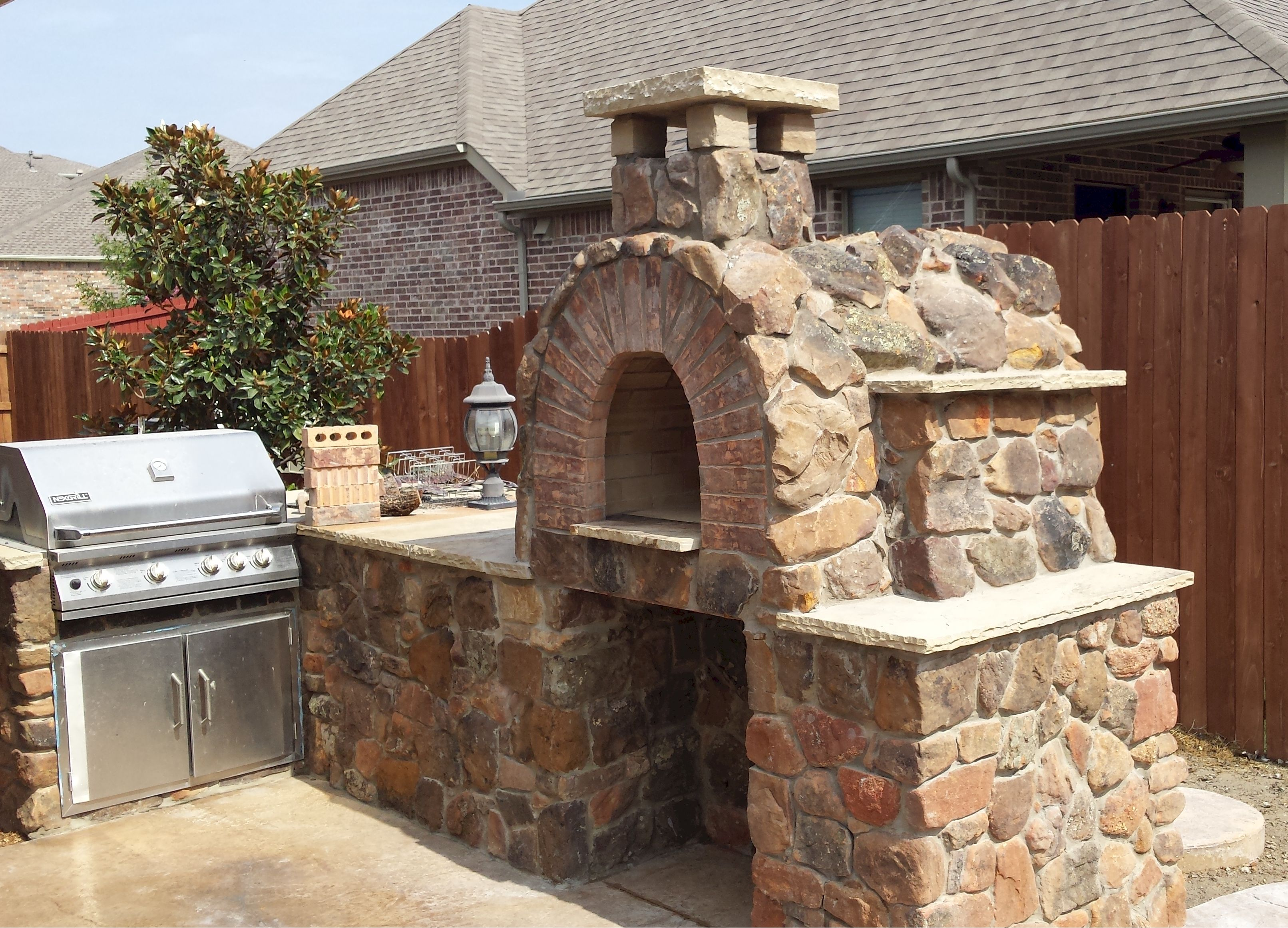This Texas Sized Mattone Barile Grande Brick Oven Is Finished With A Stone Veneer That Is Also Used On The Pizza Oven Brick Pizza Oven Wood Burning Pizza Oven