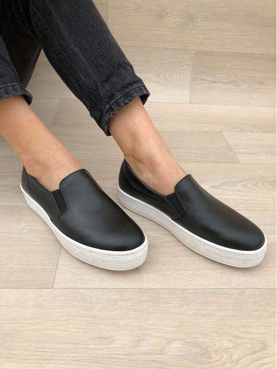 black leather vans white sole