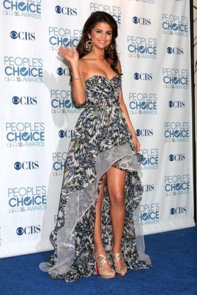 Selena Gomez at the peoples choice awards