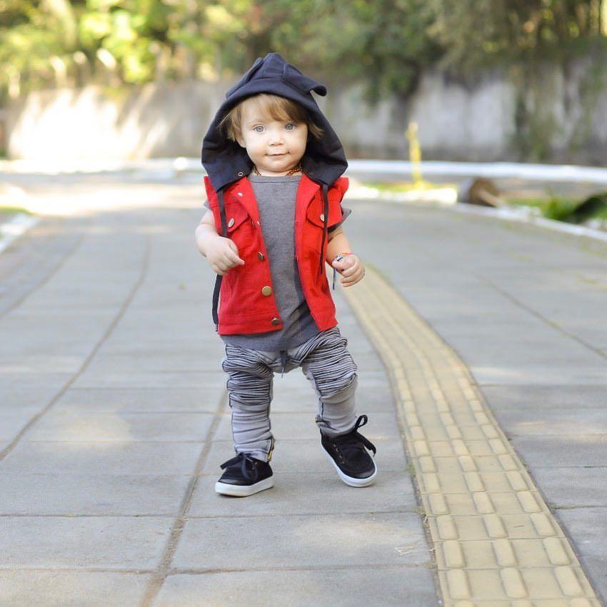 """a0be32c8c3f02 Daiane Macedo no Instagram  """"Lá vem ele todo estiloso!! A mamãe aqui baba  demais nesse bebê. E tem como não babar  🤤  estiloso  menino  dmissbaby   amor ..."""