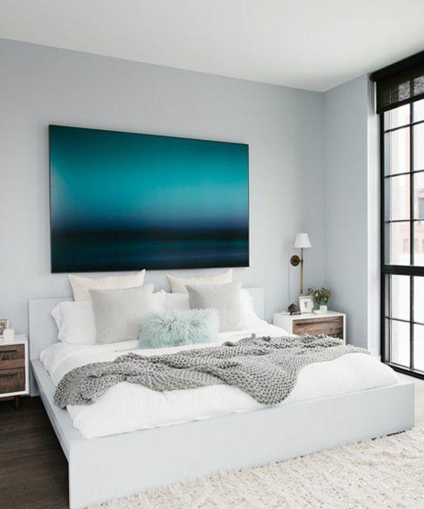 schlafzimmer-modern-gestalten-blaues-cooles-bild-an-der-weißen - schlafzimmer ideen modern