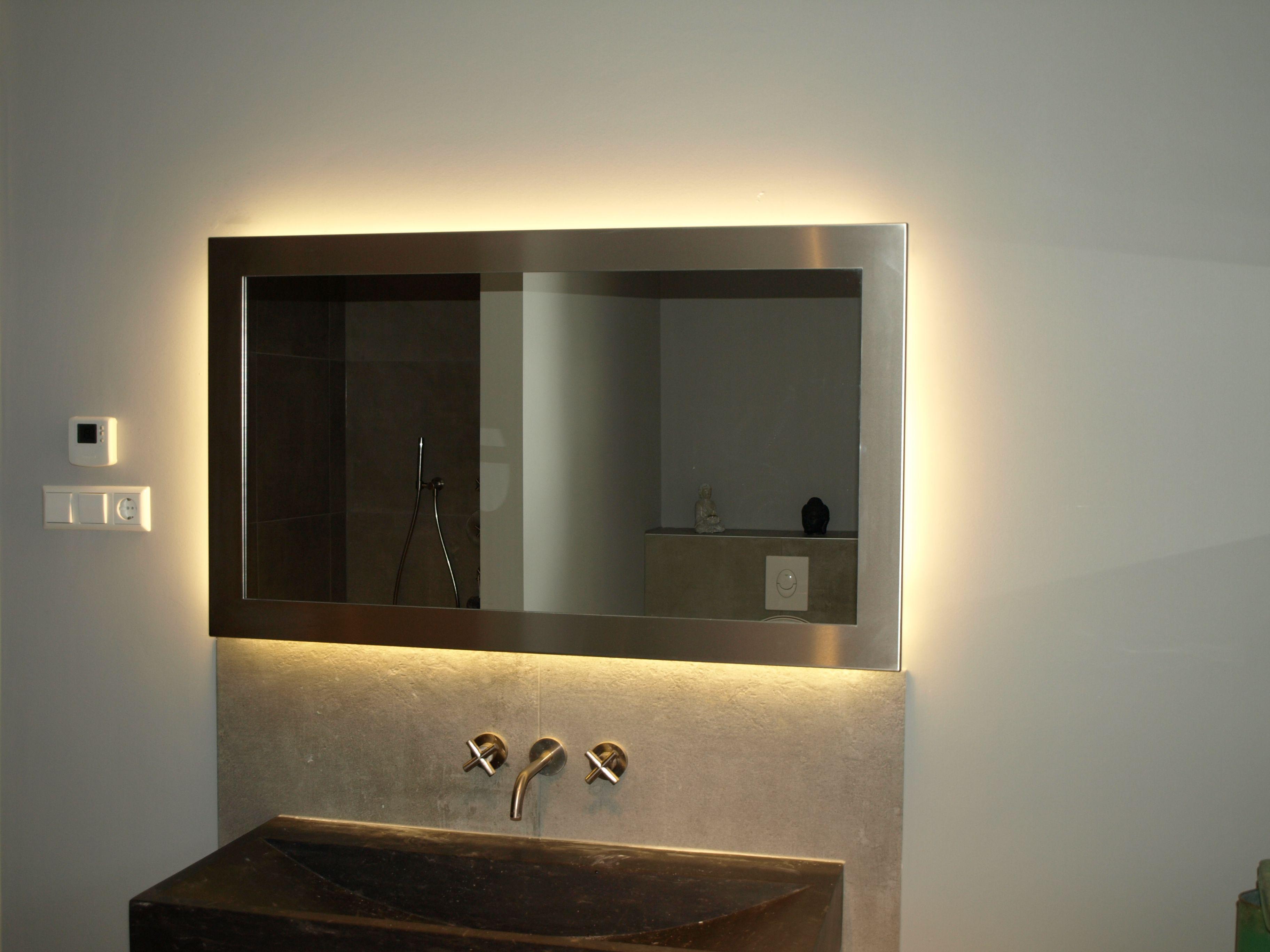 maatwerk spiegel met geborstelde rvs lijst voorzien van led verlichting en spiegelverwarming