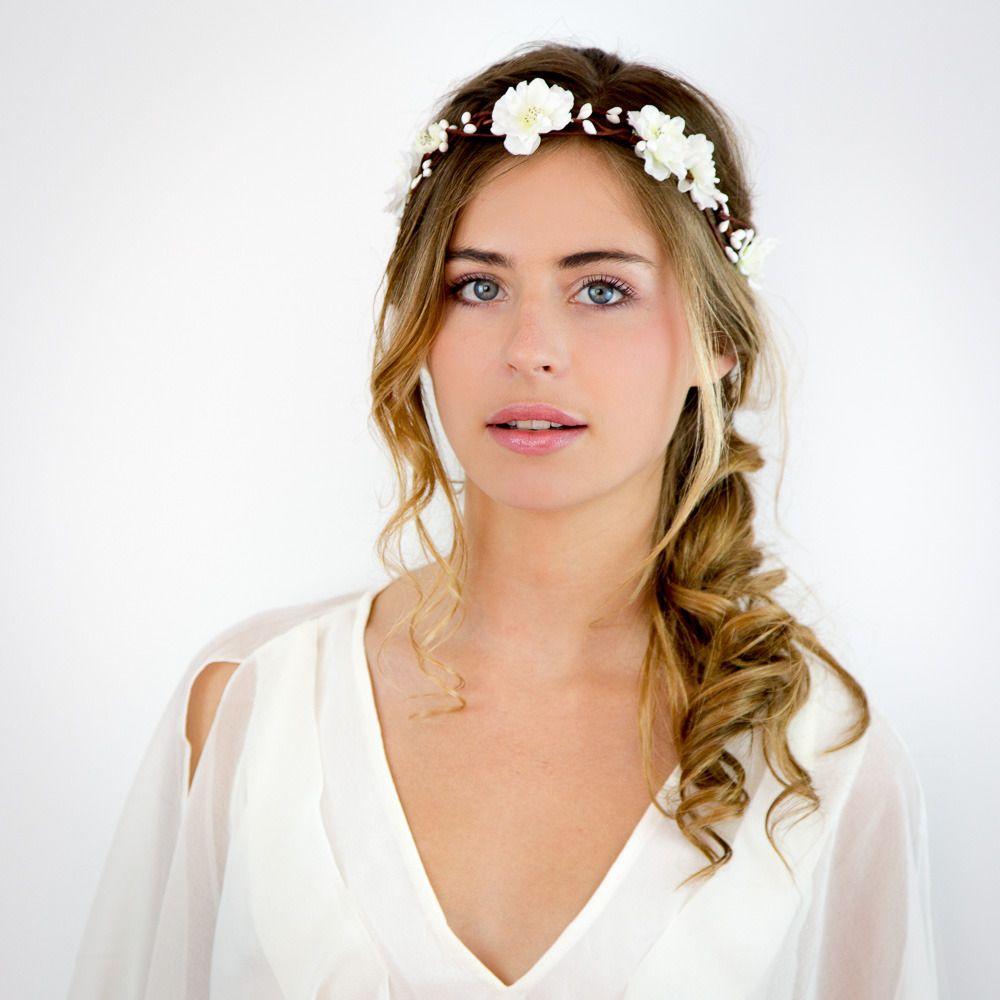 mariage couronne de fleurs blanches elsa coiffures mariage et elsa. Black Bedroom Furniture Sets. Home Design Ideas