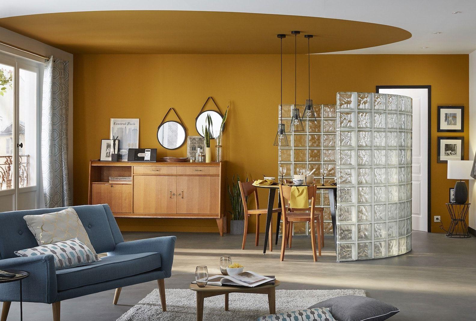 un salon orange vintage des couleurs chaudes sur les murs du salon journal des femmes home. Black Bedroom Furniture Sets. Home Design Ideas
