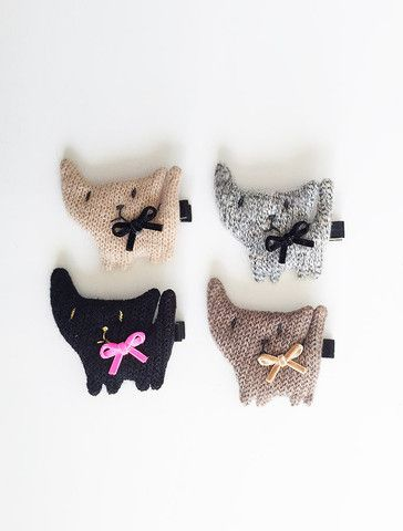 the |knitted cat| hair clip