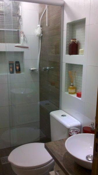 Porcelanato imitando madeira na parede do chuveiro - Reformas pisos pequenos ...