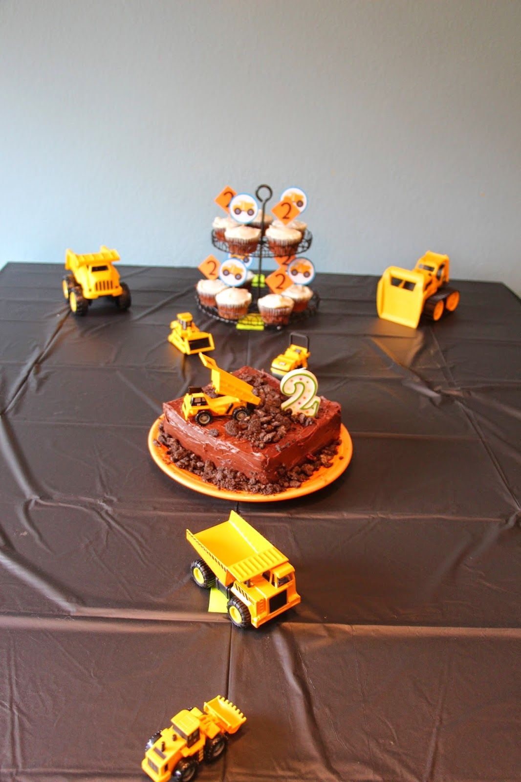 Dump Truck Birthday Party Construction Boy Second Cake Cupcakes