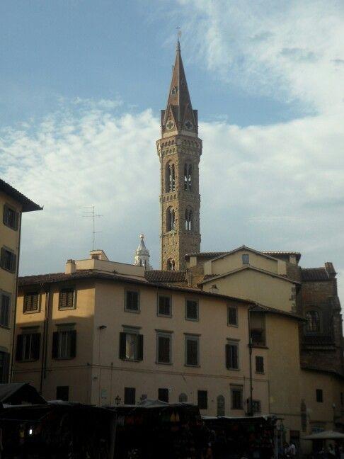 Firenze, Piazza San Firenze con vista del Campanile della Badia Fiorentina e scorcio della Cupola del Duomo.
