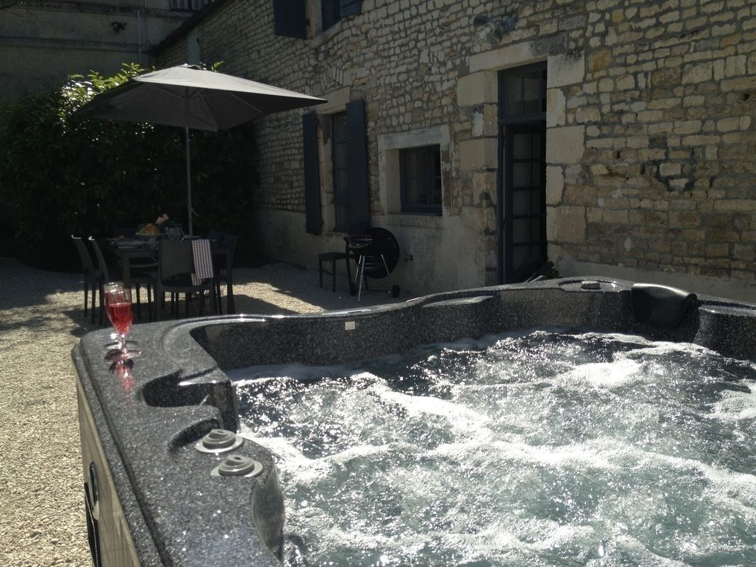 Gite Rural Amenage Dans L Ancienne Maison De Gardien Du Chateau De St Christophe Www Gites De France Atlantique Com Ref N Gite Rural Gite De France Jacuzzi