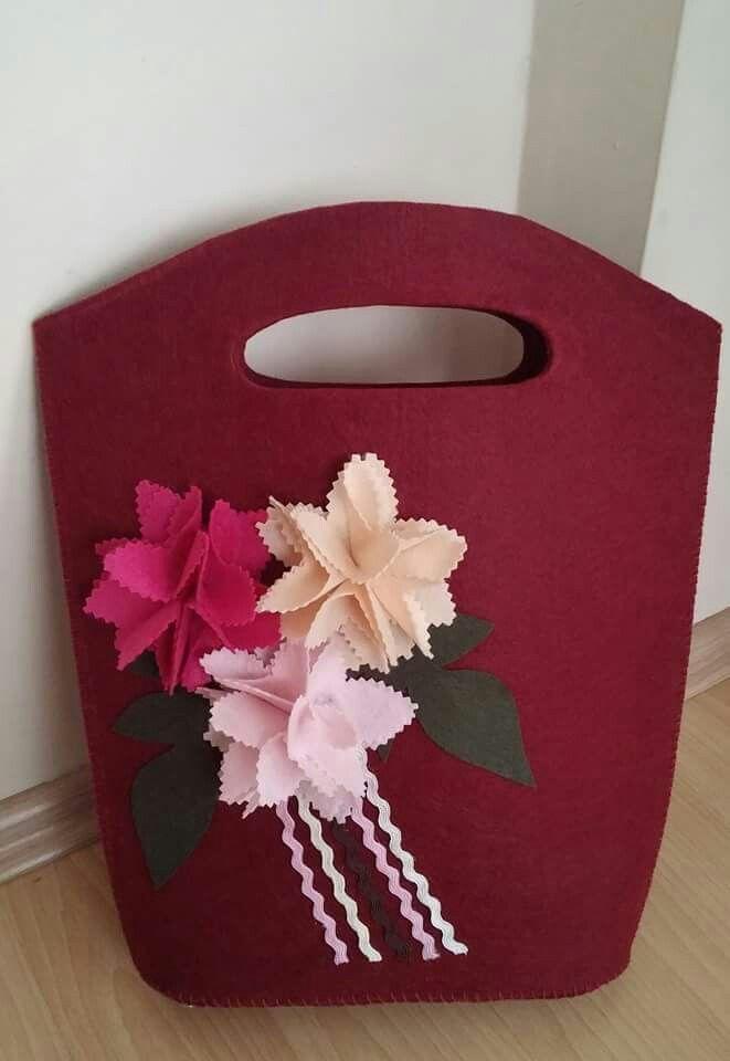 Hermosas flores de bolsa de fieltro rojo … :-)