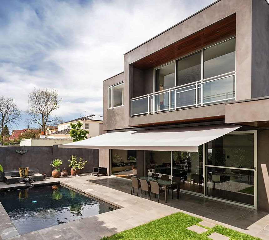 Balcon exterior jardin piscina porche terraza for Casas con jardin y piscina