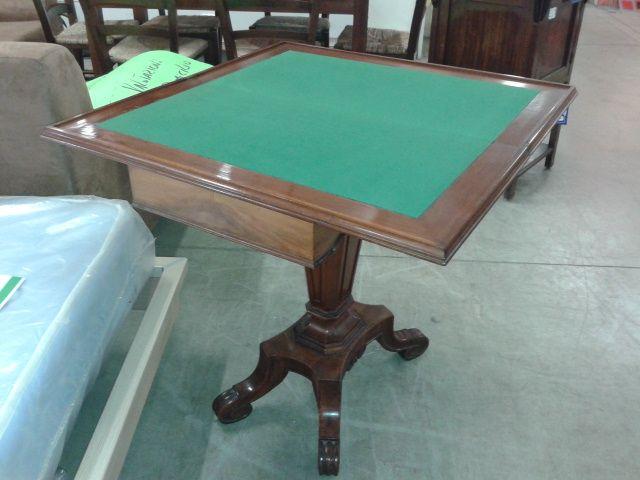 Disegni Mobili ~ Tavolo da gioco anni in legno scuro con disegni di tasselli da