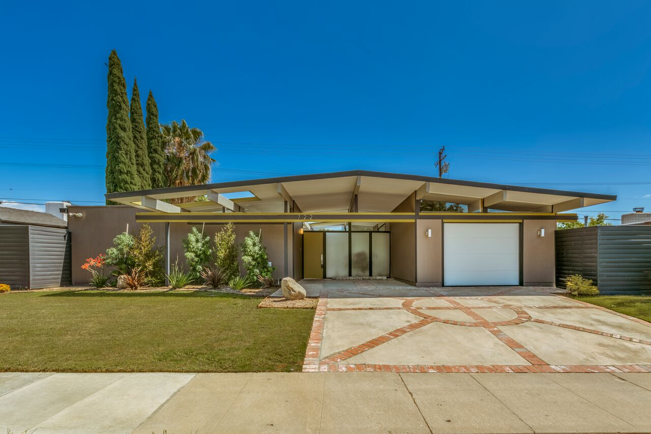 Vintage Flip Season 1 Episode 8 Jessie And Tina Flip Rare Post And Beam Home Cal American Homes Post And Beam Home Mid Century Modern House House Exterior