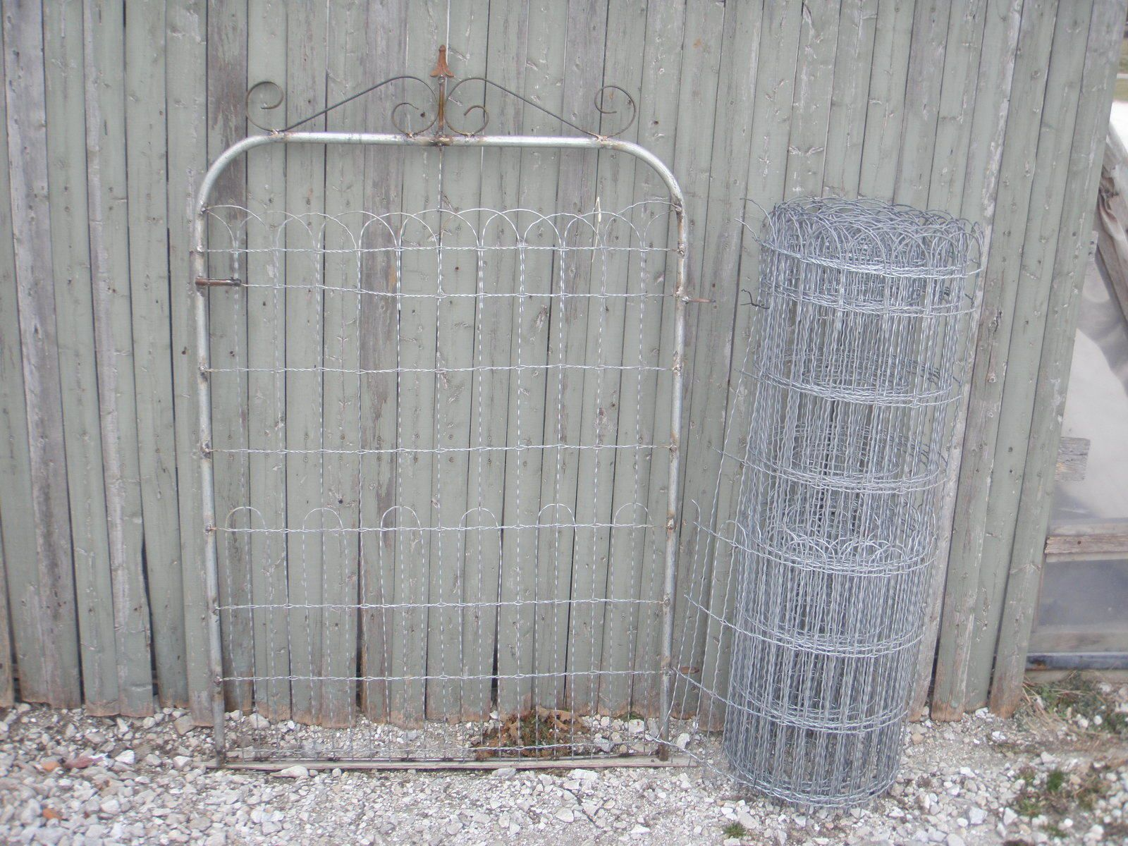 3\' Ornamental Wire Fencing - Loop Top Garden and Lawn Fence to ...