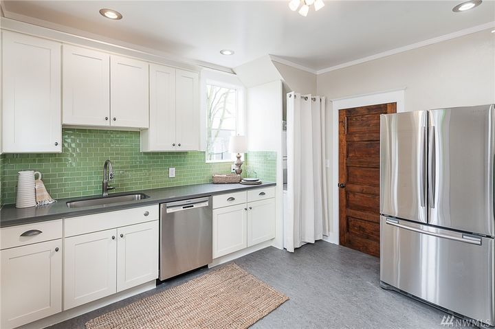 1900 Kitchen Cabinets Not Great But Like The Green Subway Tile Maybe A Little Lighter Color Or Use G Green Subway Tile White Cabinets Windermere Real Estate