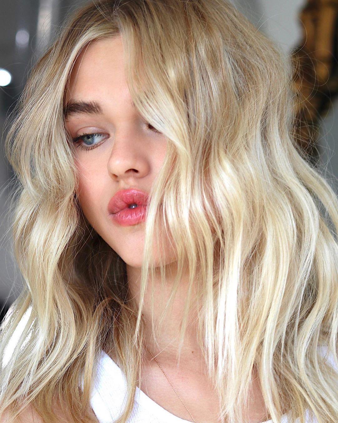Beachwashed Hair Creator On Instagram Something About This Golden Balayage Give Meeeeeeeee Vibessss Kenraprofessional Makes A In 2020 Global Hair Balayage Hair