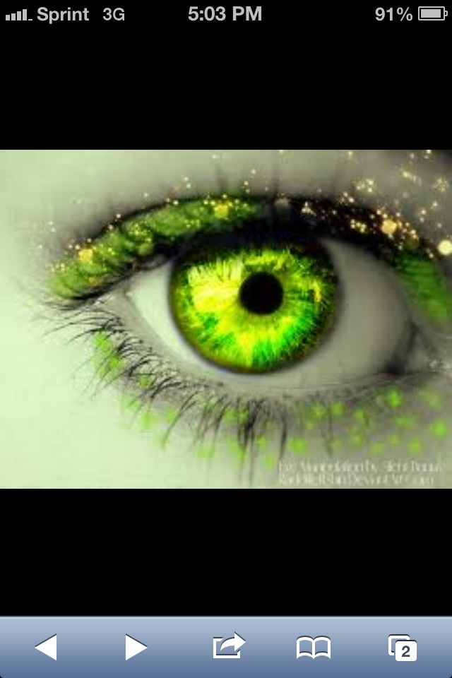 If my eye was this color I would love it so pretty  I love green eyes!!!