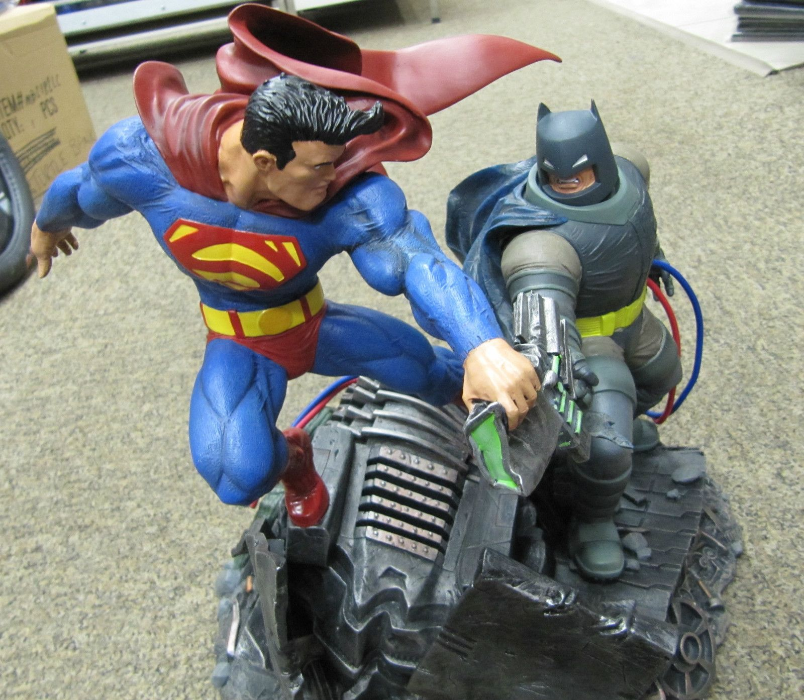 Dc Collectibles The Dark Knight Returns Superman Vs Batman