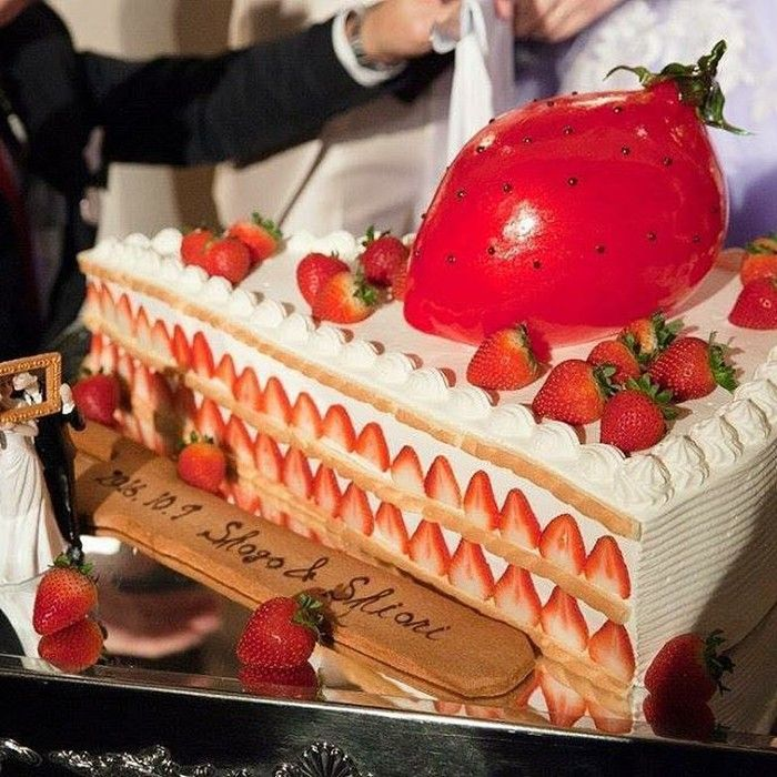 f91a52b34a62d イチゴたっぷりのビッグショートケーキ型のウェディングケーキは、卒花嫁「shiory