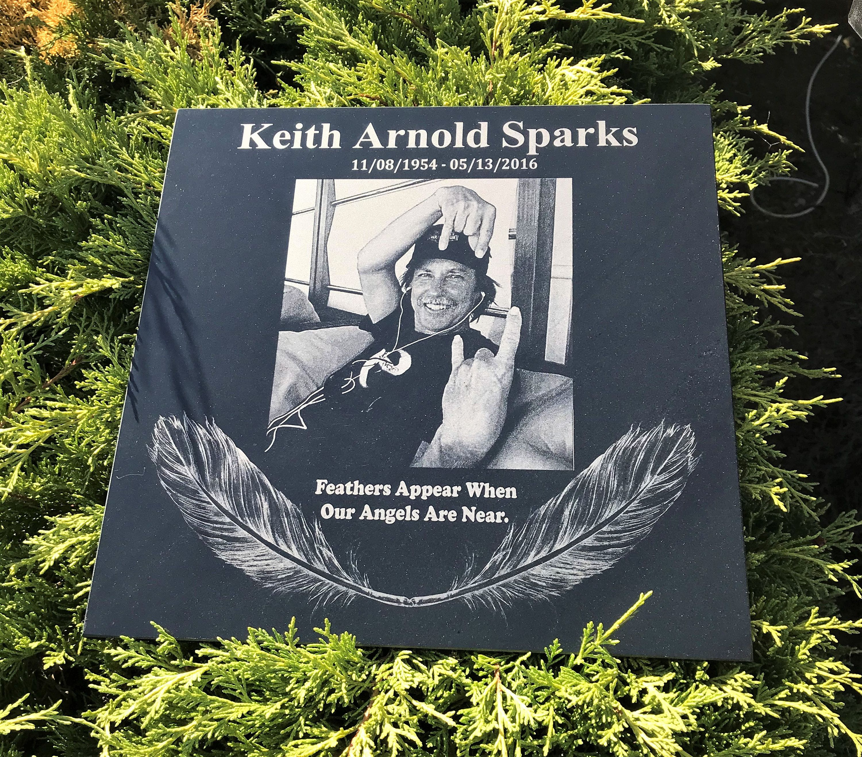 Personalized Memorial Custom Designs Engraved On Stone Legacy Memorials Engraved On Stone Photos Etched On Granite Memorable Gifts How To Memorize Things Personalized Artwork Engraved Memorial Stone