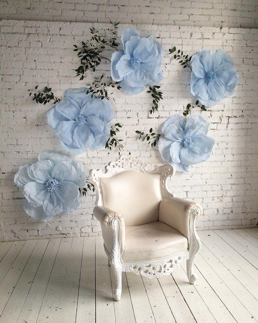 Blue paper flowers backdrop wedding  flores  Pinterest  Flor