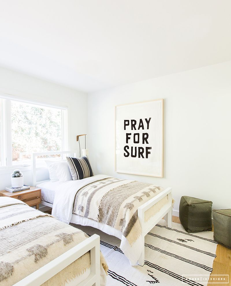 Minimalist Mid-Century bedroom pray for surf  Pinterest: nasti