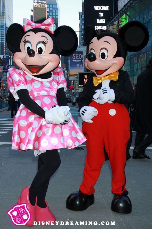 403934c0dd0d Pink dress Minnie   traditional Mickey