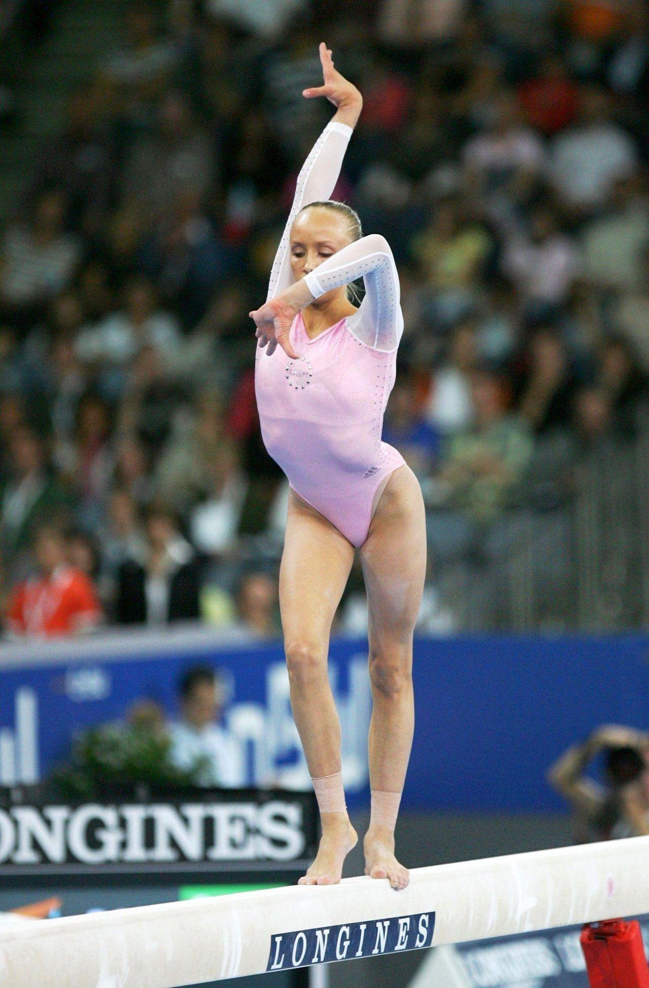 Image forward roll jpg gymnastics wiki - Nastia Liukin On Balance Beam Olympic Gymnast Gymnastics P 1 1 Kyfun