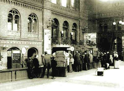 Berlin Stettin Railway Station In Berlin Baggage Area Stairs Lead To The Platforms Historische Bilder Bilder Historisch