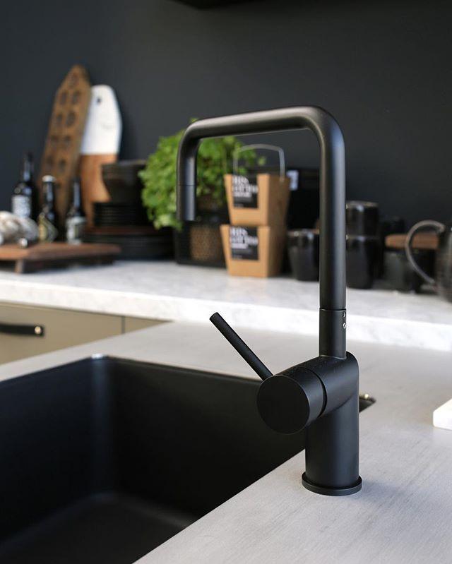 Zwarte Kraan Keuken.Deze Zwarte Kraan En Spoelbak Zijn Een Prachtige Combinatie Met Een