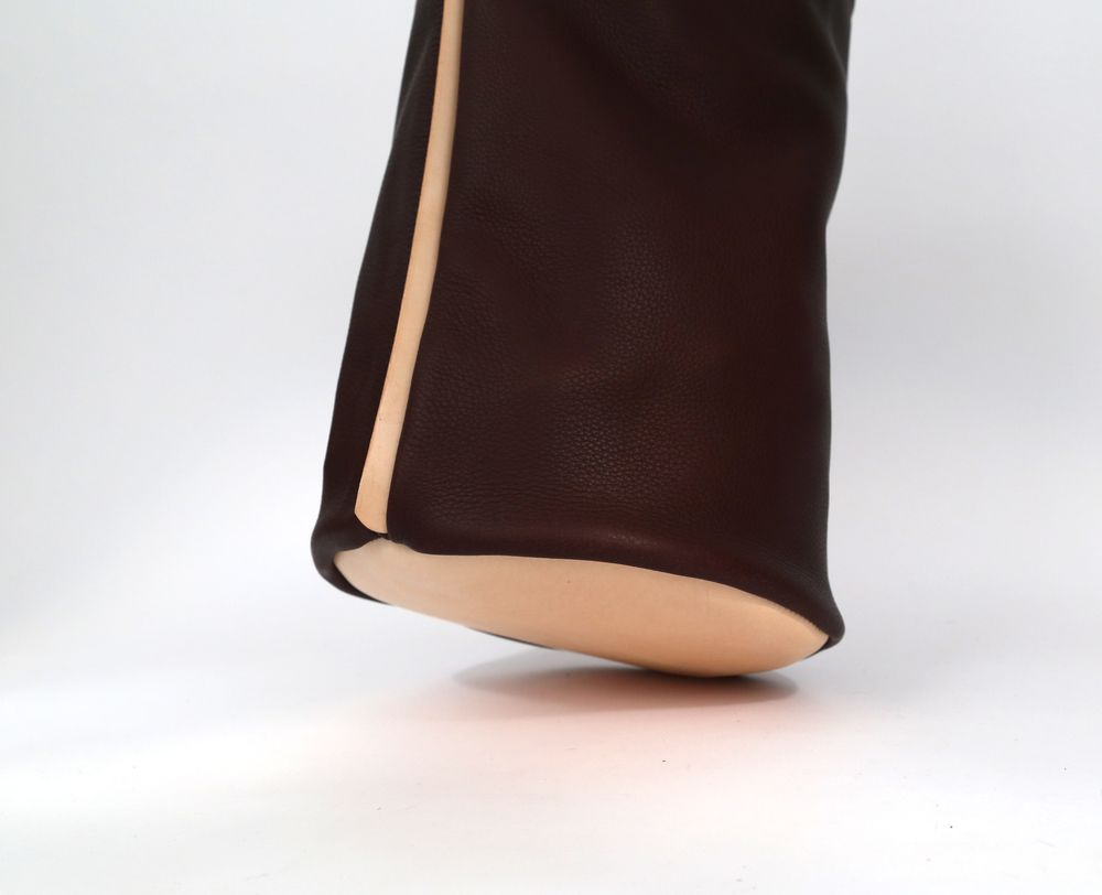 FULL MOON burgundy  Openhabit.com A leather bag with leather and more leather