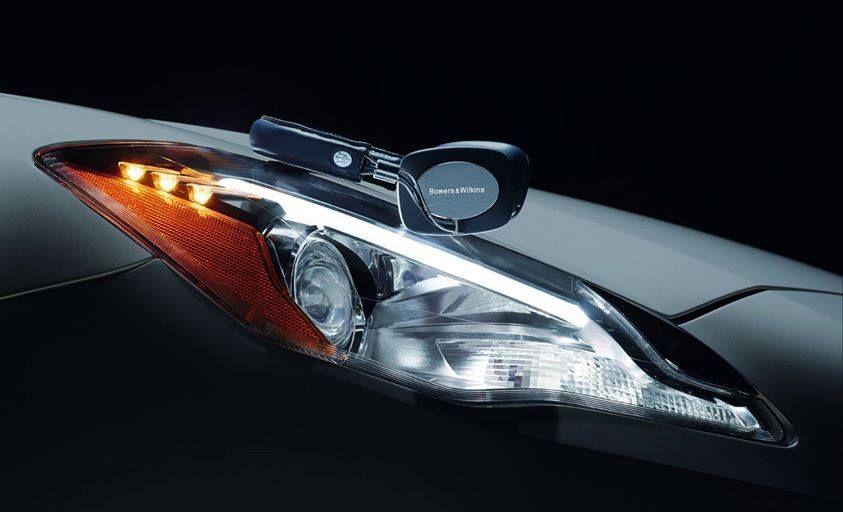 Après avoir conçu les systèmes audio des nouvelles Ghibli et Quattroporte, Bowers & Wilkins a conçu, en édition spéciale, le casque exclusif P5 Maserati. Ou le meilleur du design Maserati et de l'innovation acoustique Bowers & Wilkins.