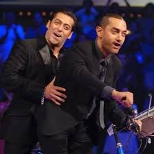 Image result for salman khan with aamir khan during 3 idiot