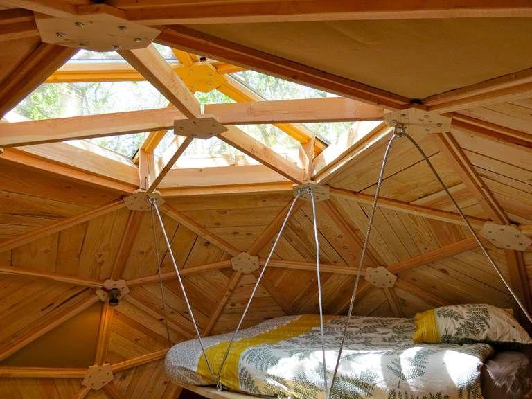 Dome Geodesique De 25m2 Full Confort Lit Suspendu Cabane Habitat Leger Habitat Insolite Bulle 2020 Dome Geodesique Geodesique Lit Exterieur