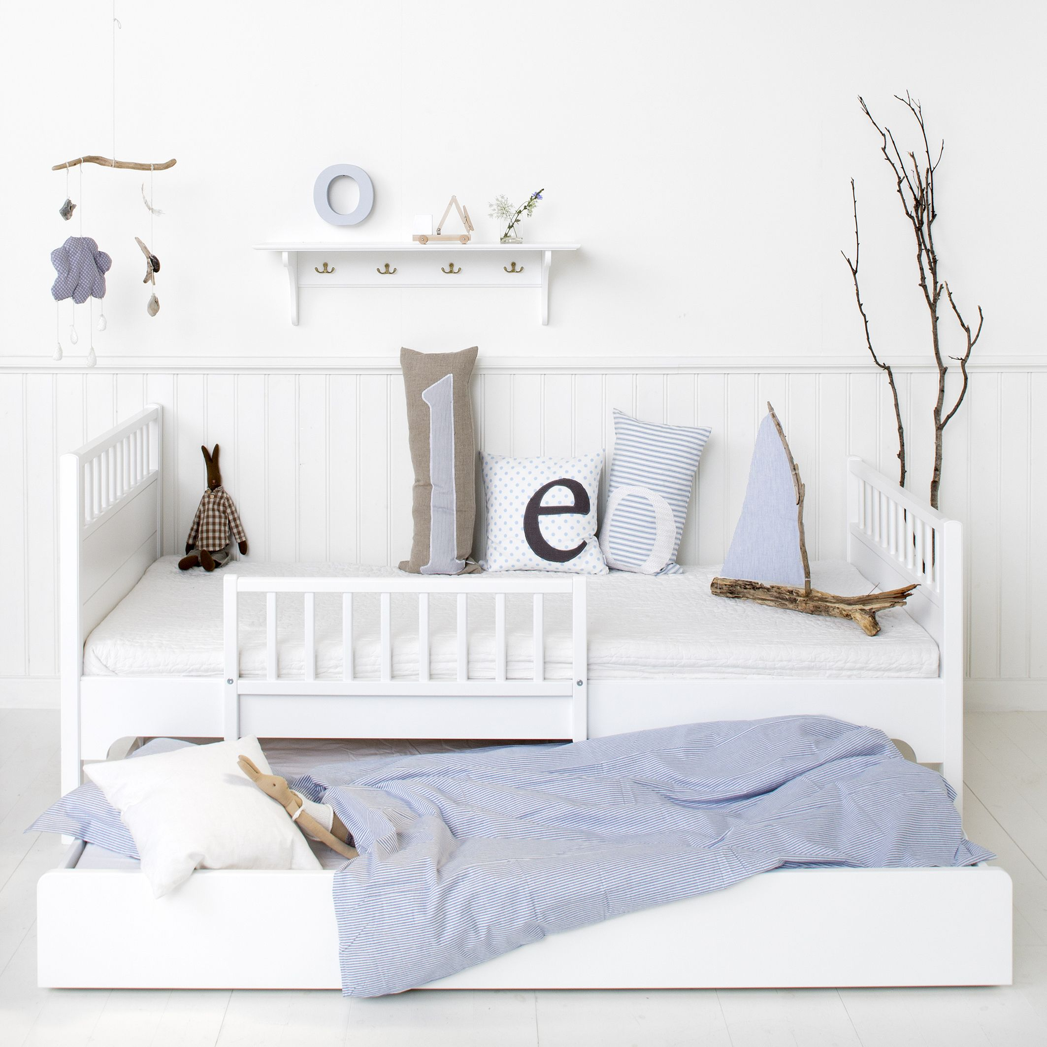 Bed and trundle bed from Oliver Furniture Nordic style